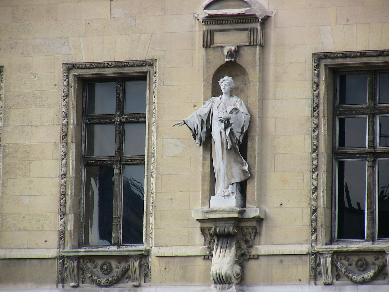 Statue in Paris