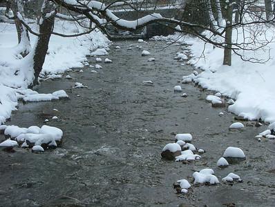 Running water gathers no snow