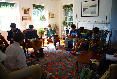 Students attend class with Jon Stableford in his house.
