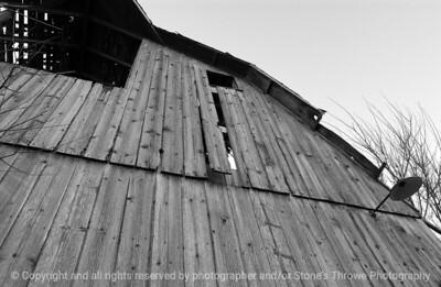 015-barn-van_meter-06nov04-bw-6051