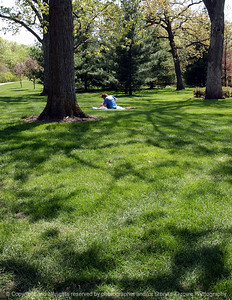 015-woman_in_park-dsm-04may05-cvr-7286