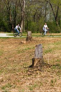 015-bike_path_bicyclists-wdsm-17ap10-1637