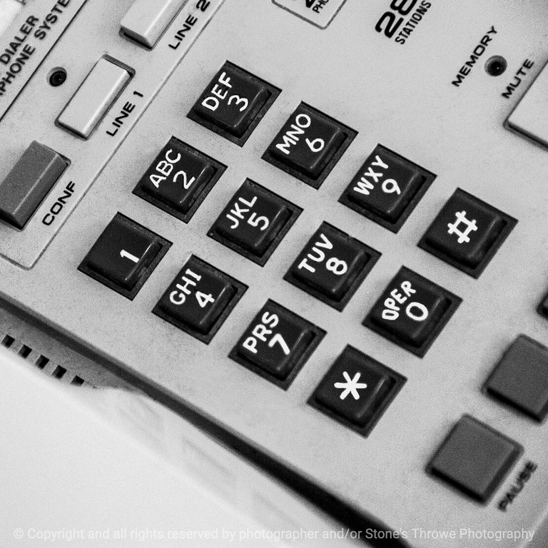 015-phone_keyboard-wdsm-27feb15-09x09-bw-1782