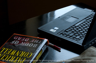 015-laptop_w_book-wdsm-02jun09-4138