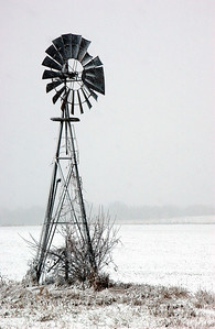 015-windmill_in_snow-indianola-15nov05-1935