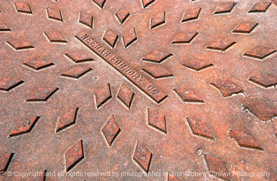 015-manhole_cover-wdsm-11apr06-9345
