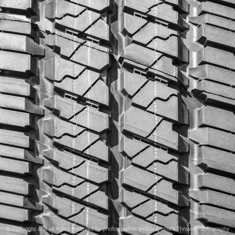 tire-wdsm-28apr15-09x09-006-bw-3049