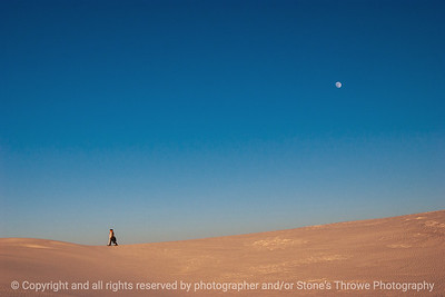 015-moon_people_sand-white_sands_ntl_monument_nm-02dec06-12x08-008-350-0035