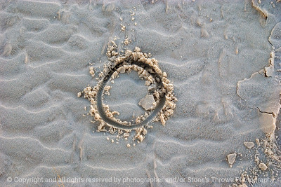 015-circle_in_sand-white_sands_ntl_monument_nm-02dec06-12x08-008-300-0064