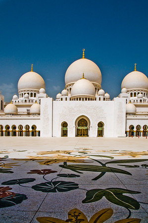 Sheihk Zayed Mosque, Abu Dhabi.  Phot by: Stephen Hindley