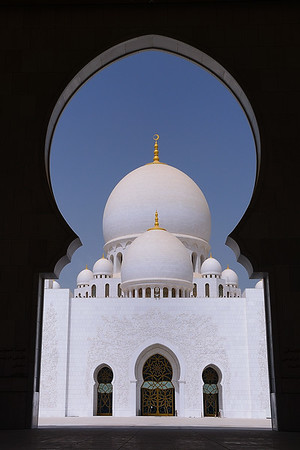 Sheihk Zayed Mosque, Abu Dhabi.  Phot by: Stephen Hindley