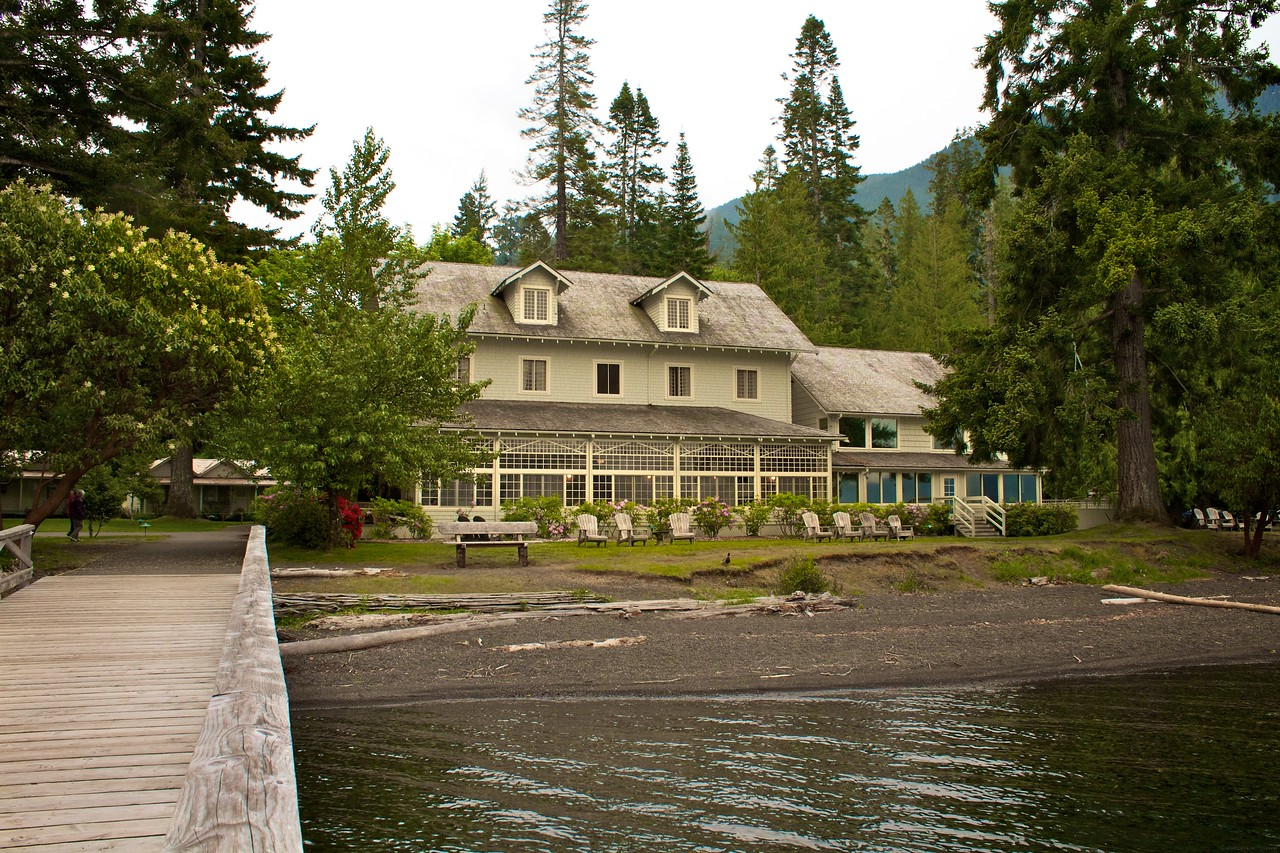 We had dinner at the lodge at Lake Crescent. They served amazing food and it looked like a movie location. The temperature that night was about 45 degrees... and you guessed it... cloudy!