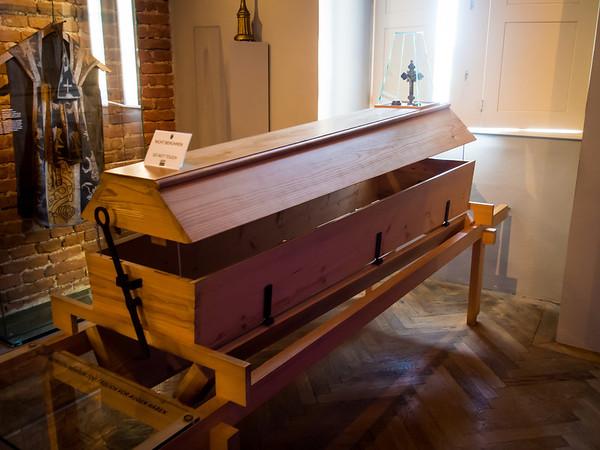 Reusable casket from medieveil times