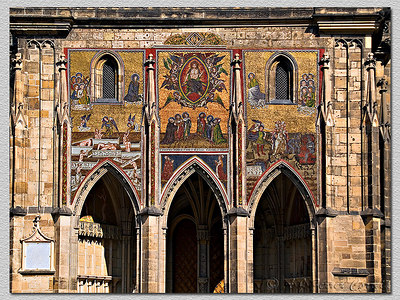 """Catedral. Painel em mosaico. Cathedral. Mosaic """"painting""""."""