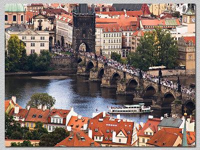 Vista da torre da Catedral, sobre a ponte Karlův most. Sight from the Cathedral main tower. Bridge Karlův most.