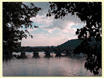 O Vltava em Karlův most.