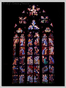 Catedral. Vitral numa janela, Cathedral. Stained glass window.