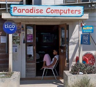 Coxen Hole - Paradise Computers