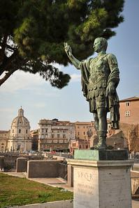 Auch die bekannteste Person  römischer Geschichte trifft man hier. / You will also meet the most famous person in roman history.