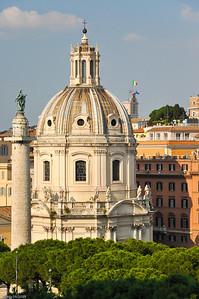 ... auf die berühmte Trajanssäule,... / ...to the famous Trajan's Column,...
