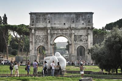 Direkt neben dem Kolussem befindet sich der Konstantinsbogen aus dem Jahre 315 n.Chr. / Right next to the Kolussem you can find the thriumphal arch of Constantine built in 315 AD.