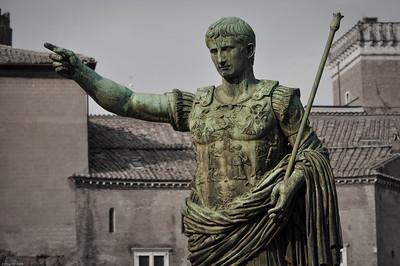 ...und trift Augustus alias Octavian höchstpersönlich! / ...and you will meet Augustus alias Octavian himself!