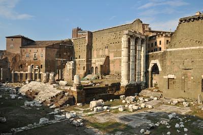 """Der Tempel des Mars-Ultor, des """"rächenden Mars"""" stand für die Rache Octavians an den Caesar-Mördern. / The Temple of Mars Ultor, the """"avenging Mars"""", was a symbol of Octavian's vengeance vs. murderers of Caesar."""
