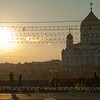 A tender moment on a bridge over the Moscow River with the Christ the Savior Cathedral in setting sun. 莫斯科河一座桥上的温柔瞬间,救世主大教堂在落日的光辉中。