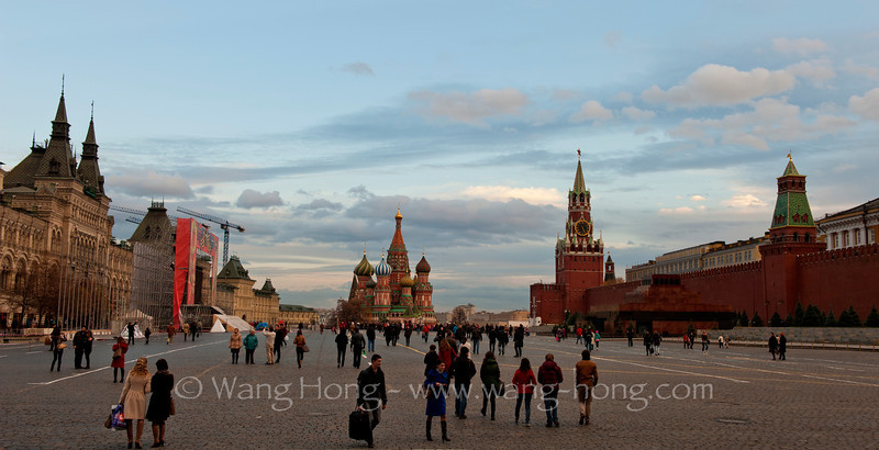 Looking into the southern side of the Red Square in late afternoon, early November 2013. 黄昏时望向莫斯科红场南边。