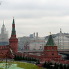 View of Moscow City over the wall and towers of the Kremlin. 越过克里姆林宫外墙和尖塔看莫斯科市中心。