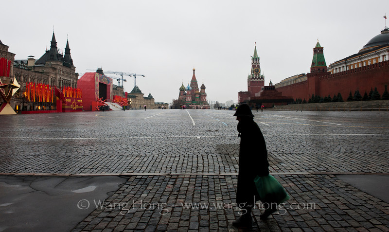 Looking toward southern part of Red Square in morning drizzle, early November 2013.  清晨的微雨中望向红场南端,2013年11月初。