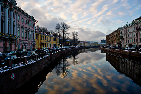 A canal running through St Petersburg, Russia. Photo by: Stephen Hindley ©