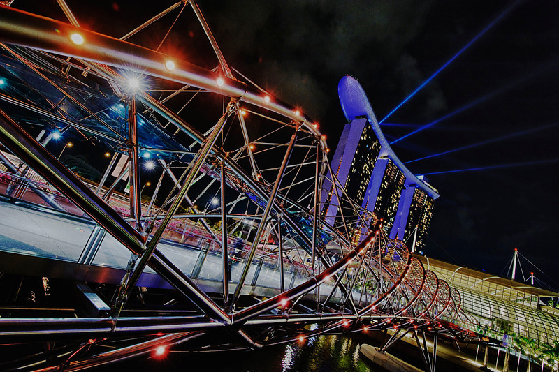 The Helix & Marina bay lasers<br /> <br /> Nikkor 16-35 @f8.