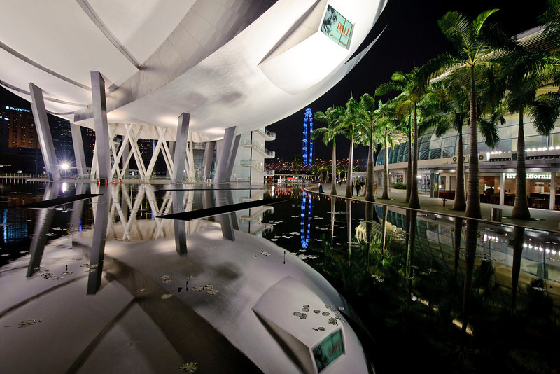 Art & Science Museum at Marinay Bay<br /> <br /> Nikkor 16-35 @ f8