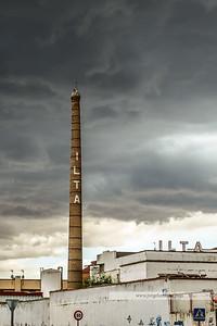 Chimenea de la fábrica de ILTA (Industrias Lácteas Talavera), actualmente abandonada.
