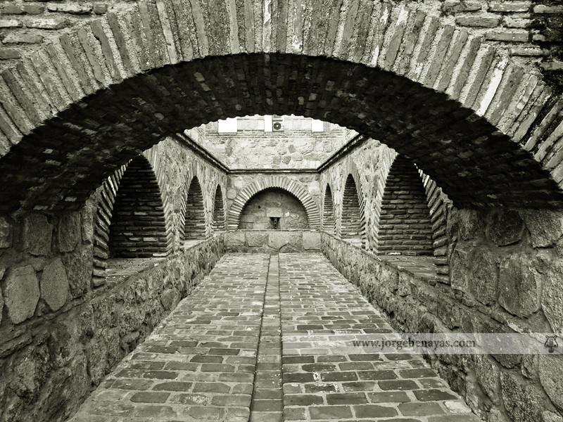 Estructura de los arcos en la parte superior de la Torre Albarrana situada en la Calle Carnicerías. Talavera de la Reina