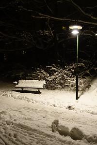 Snö och bänk
