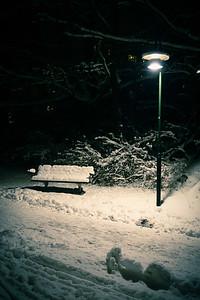 Snö och bänk (cool toned)
