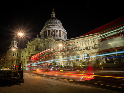 St. Pauls with passing busses.