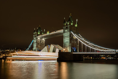 Spent a few hours out in London with Claire from Olympus trying long exposure and that brilliant Live Comp feature on the EM1 MkII. Tower bridge opening to let a boat through.