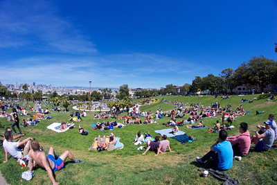 Sunday afternoon at San Francisco's Dolores Park ref: 1cbf5960-8e33-49ce-b352-d8739dd748ef
