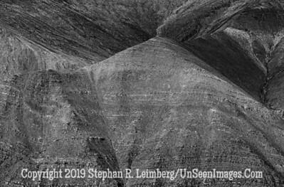 Pyramid Mountain B& W  110814_1791_HDR