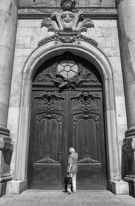 Maj Palace Door bw