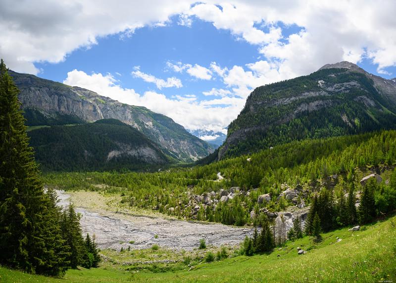 Enclosed valley