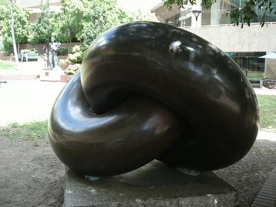 Monument at Sydney circular quay