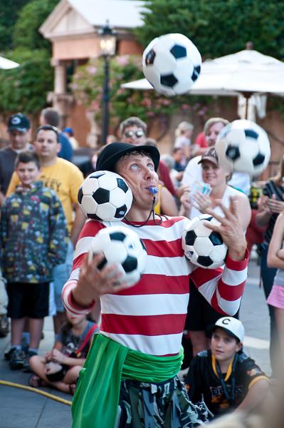 Juggler in Epcot's Italy.