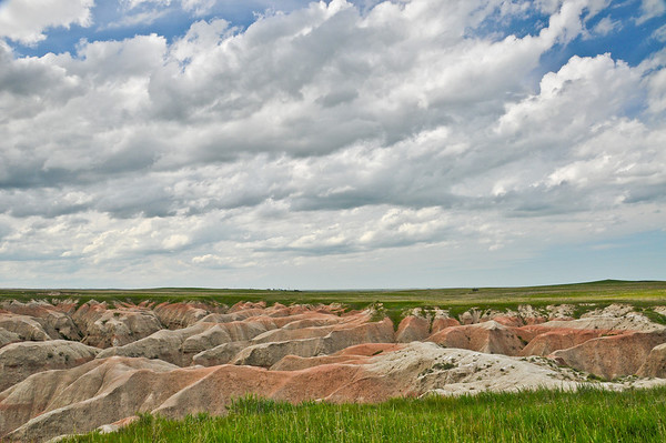 Badlands at the edge of the prairie