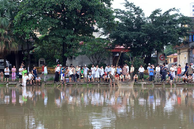 Kéo vó trên sông Tô Lịch