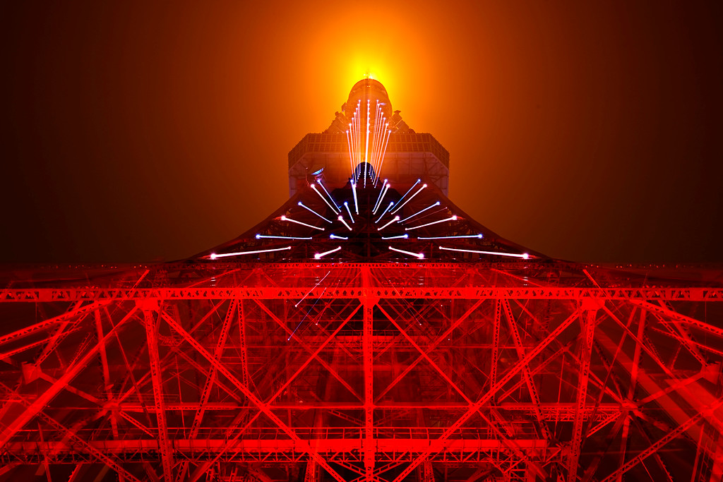 Tokyo tower laser beams<br /> <br /> In camera double exposure, zooming from 16 to 35 during the 2nd exposure.<br /> <br /> Nikkor 16-35 @ f11