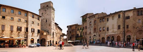 """Der """"Piazza della Cisterna"""" lädt zum Verweilen ein. / The """"Piazza della Cisterna"""" invites to stay."""